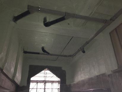 エントランスホール 天井部発砲ウレタン吹付完了