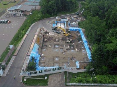 現場全景(空撮) 手前:ホテル本体、奥中:浄化槽、奥右:温泉機械棟 R1.7.31